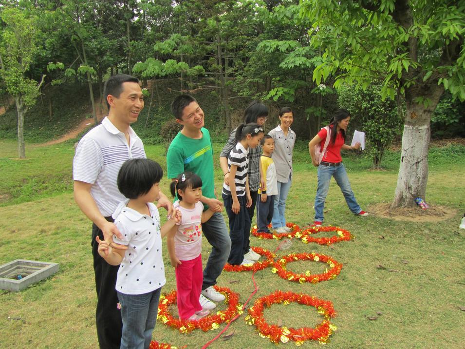 幼儿园亲子互动游戏大全—跳圈圈亲子游戏的玩法 早教