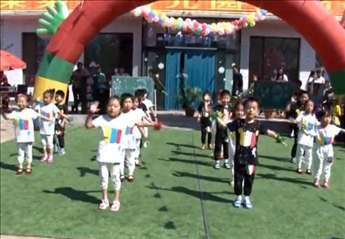 幼儿园六一节舞蹈 《踩踩踩》